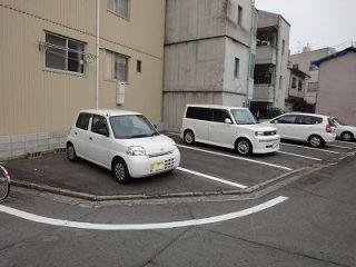 中野稲荷神社駐車場